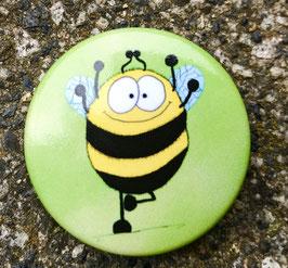 210 Button - Die Hummel