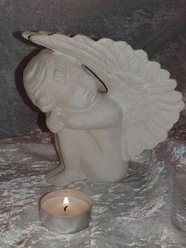 Kleiner Engel Flügel hoch