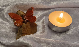 Holz mit Schmetterling II