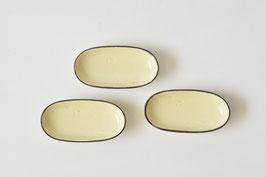 黄釉/波千鳥陰刻楕円小皿