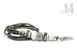 Exclusives Pfeifenband aus Echtleder 52 – metallic platin/weiß