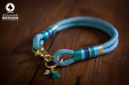 Halsband Aqua mit goldenen Beschlägen