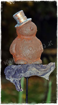 Gartenstecker mit rostigem Schneemann