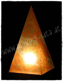 Pyramidenlampe mit Blumenmuster