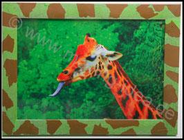 Afrika Serie: Giraffe mit Giraffenmuster-Rahmen