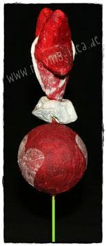 Gartenstecker mit rotem Stern und Herz-Ball