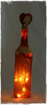 Dekoflasche rot mit weißen Rosenblättern I