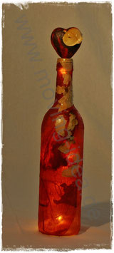 Dekoflasche rot mit weißen Rosenblättern III