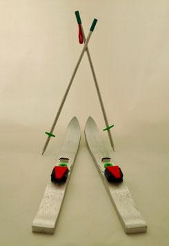2500 Ski mit Stöcken
