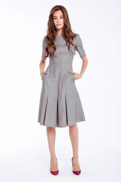 Tailliertes Kleid, grau