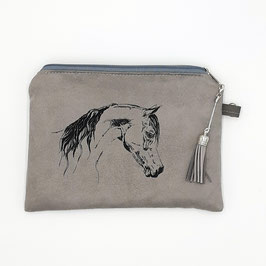 Pferd auf silbergrauem Stoff, Alcantara Imitat (hochwertiges Velourslederimitat)
