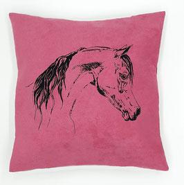 Kissenhülle: Schwarzes Pferd  auf pinkem Stoff, Rückseite:  Florales Muster, Alcantara Imitat (hochwertiges Velourslederimitat)