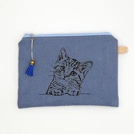 Katze auf blauem Stoff, Alcantara Imitat (hochwertiges Velourslederimitat)