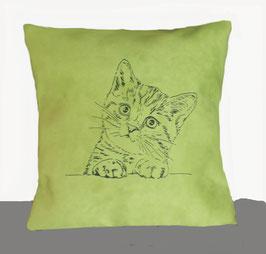 Kissenhülle: Schwarze Katze auf grünem Stoff,  Rückseite: Florales Muster, Alcantara Imitat (hochwertiges Velourslederimitat)