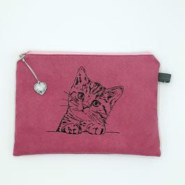 Katze auf pinkem Stoff, Alcantara Imitat (hochwertiges Velourslederimitat)