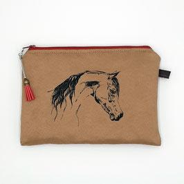 Pferd auf mittelbraunem Stoff, Alcantara Imitat (hochwertiges Velourslederimitat)