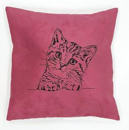 Schwarze Katze auf pinkem Stoff (klein), Rückseite: Florales Muster, Alcantara Imitat (hochwertiges Velourslederimitat)