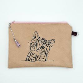 Katze auf hellbraunem Stoff, Alcantara Imitat (hochwertiges Velourslederimitat), Innenfutter, florales Muster, flieder Quaste