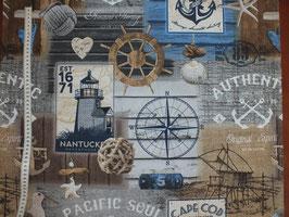Dekodruck mit Steuerrad, Kompass und Leuchtturm
