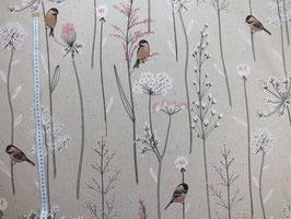 Dekostoff mit Vögeln im Gras