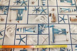 Maritimer Dekostoff mit blauen Rahmen