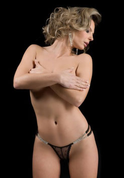 BROOKE Perizoma G String Mini Micro Tanga in Pizzo Nero Decorato con Strass ai Lati |LC7632|