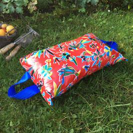 Garten-Kniekissen | rot | Vögel | Griffe blau
