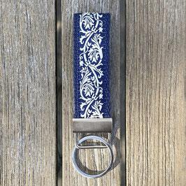 Webband-Schlüsselanhänger Ornament auf blau
