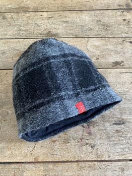 Schurwoll-Mütze | grau schwarz kariert