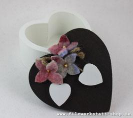 Herz-Dose mit Blüten
