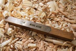 Antike Wasserwaage aus Buchenholz und Messing Made in England