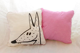 Coussin rose avec illustration originale ours ou loup