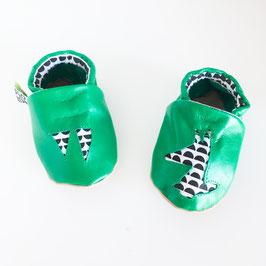 Chaussons bébé en cuir vert