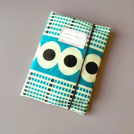 Pochette pour carnet de santé en tissu wax géométrique bleu