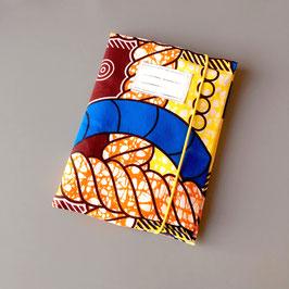 Pochette pour carnet de santé en tissu wax orange et bleu