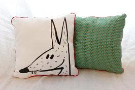 Coussin vert avec illustration originale ours ou loup