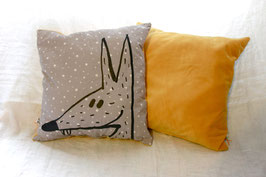 Coussin velours moutarde loup et ours