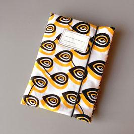Pochette pour carnet de santé en tissu wax blanc et jaune