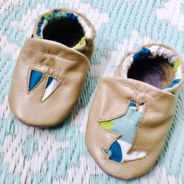 Chaussons bébé en cuir beige motifs bleu-vert