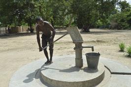 Bohren und Installation eines Brunnens