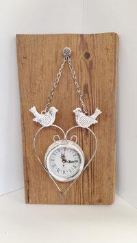 Altholzbrett mit Shabby Chic Uhr