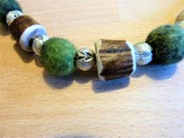 Halskette mit Hornperlen