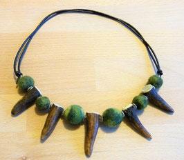 Halskette mit Hornspitzen