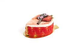Streifenpatisserie Rhabarber-Mousse mit Erdbeerjoghurt