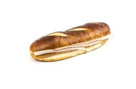 Laugensandwich lang mit Fleischkäse