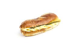 Laugensandwich lang mit Käse