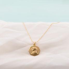 Médaille dorée de la vierge auréolée