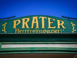 Schön ist so ein Ringelspiel... Erleben Sie die vielen Facetten des Wiener Praters: Von der Nostalgie des Riesenrads über einen Adrenalinkick im Wurstelprater bis zur grünen Oase