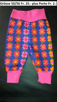 Hose Blau, Blumen Pink