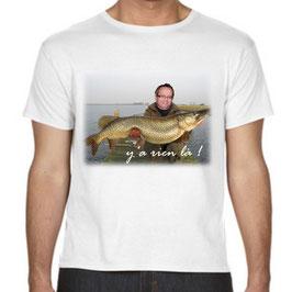 t-shirt personnalisé avec trucage brochet